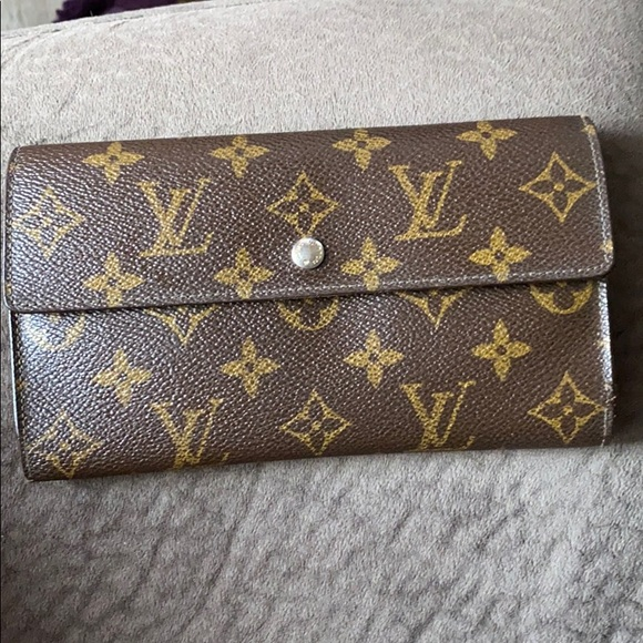 Louis Vuitton Handbags - SOLD! Louis Vuitton wallet